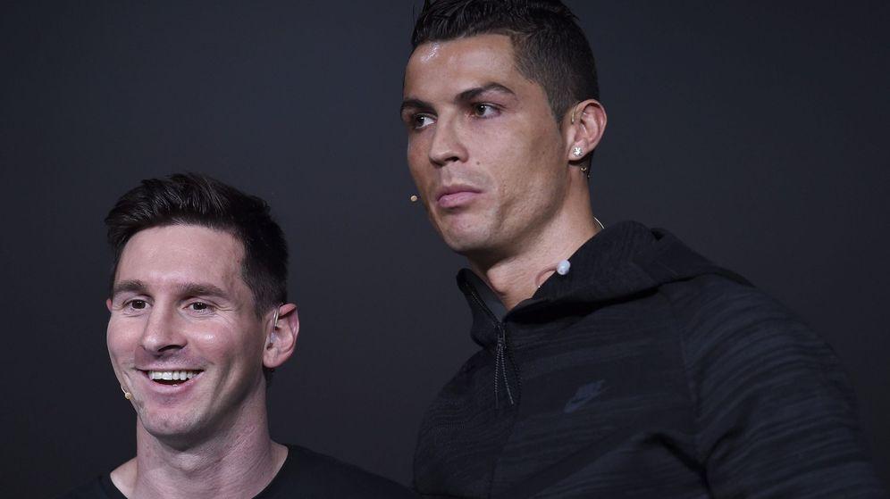 Foto: Messi y Cristiano Ronaldo juntos en una gala del Balón de Oro. (EFE)