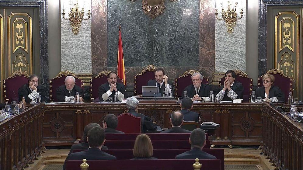 Foto: Imagen de la sala en la que se celebra el juicio del 'procés'. (EFE)