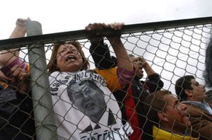 Fujimori pasa su primer día en una prisión peruana vigilado por un centenar de policías