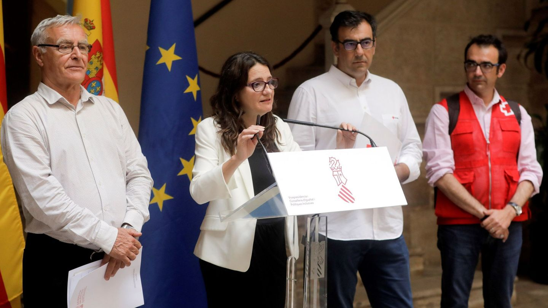 Joan Ribó, Mónica Oltra y los responsables de Cruz Roja. (EFE)
