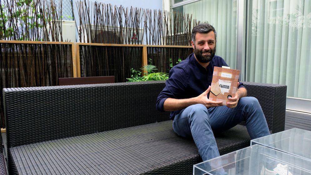 Foto: Nacho Carretero, con el libro 'Fariña' | EFE