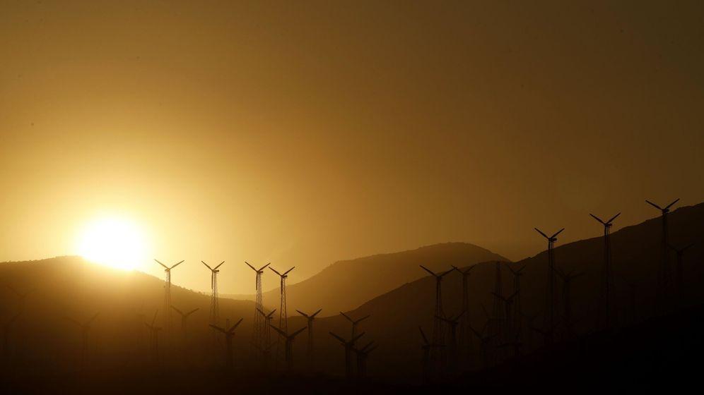 Foto: Turbinas eólicas en una colina. (EFE)