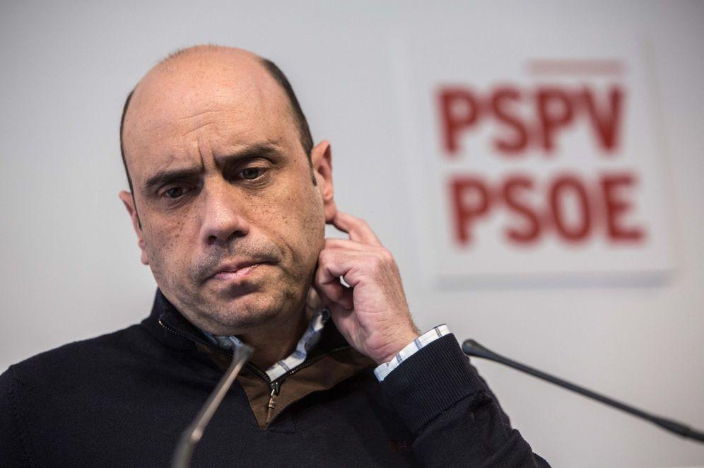 Foto: El todavía alcalde de Alicante, Gabriel Echávarri, en la sede autonómica del PSPV, en la capital valenciana. (EFE)