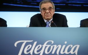 Alierta negocia con Qatar la compra de un 10% de Telefónica