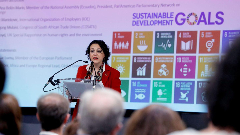 La ministra de Trabajo, Migraciones y Seguridad Social, Magdalena Valerio, inaugura el panel 'Trabajo decente y crecimiento económico: una transición justa hacia una economía verde inclusiva'. (EFE)