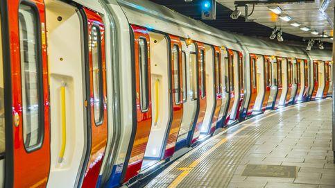 Pasajeros del metro de Londres intervienen a golpes en una agresión hacia una mujer