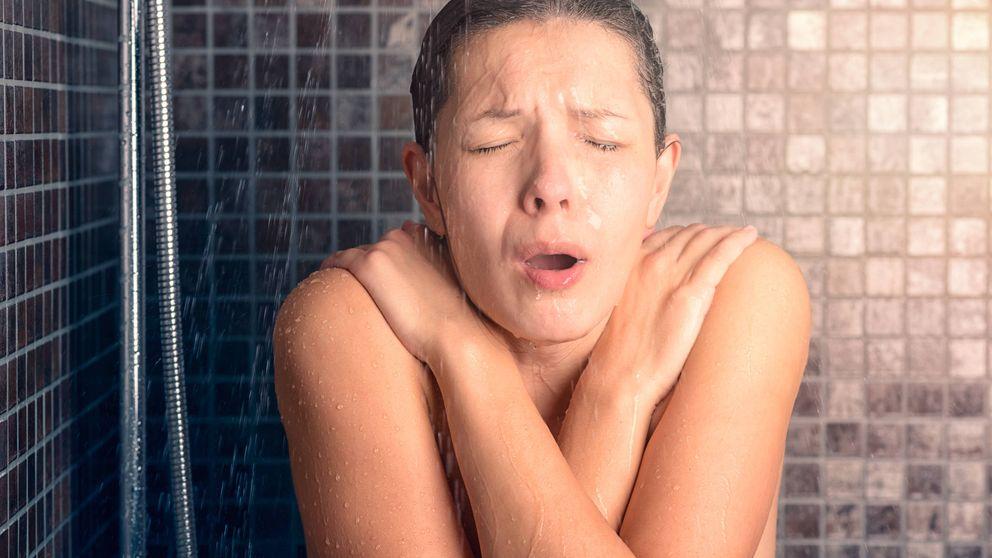 Por qué no deberías ducharte con agua muy caliente: no es bueno