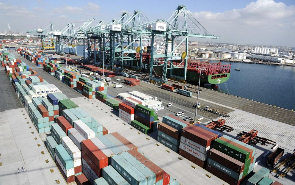 Contenedores de carga en el puerto de Los Ángeles, California (Reuters).