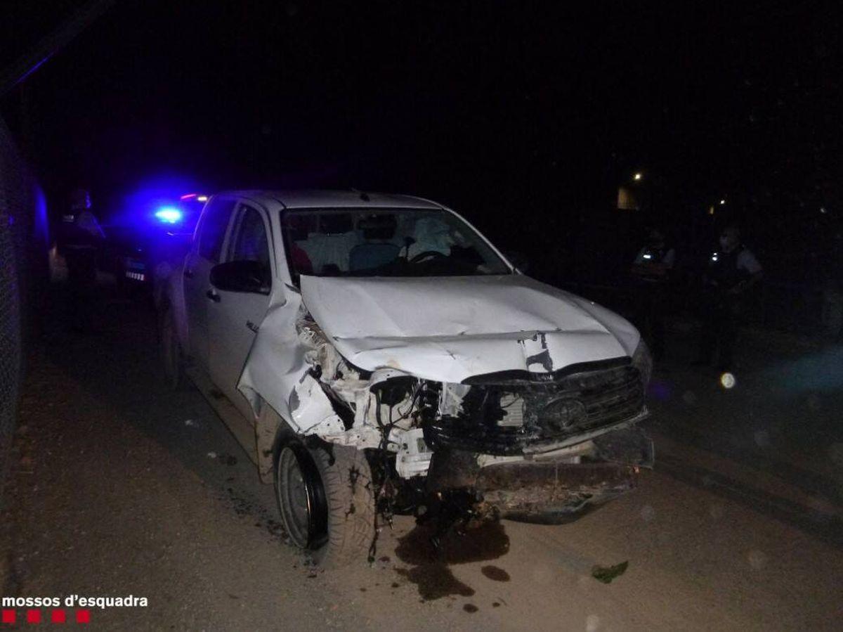 Foto: El conductor se dio a la fuga tras el atropello y fue capturado después por los Mossos al ver el estado del coche. (Mossos d'Esquadra)