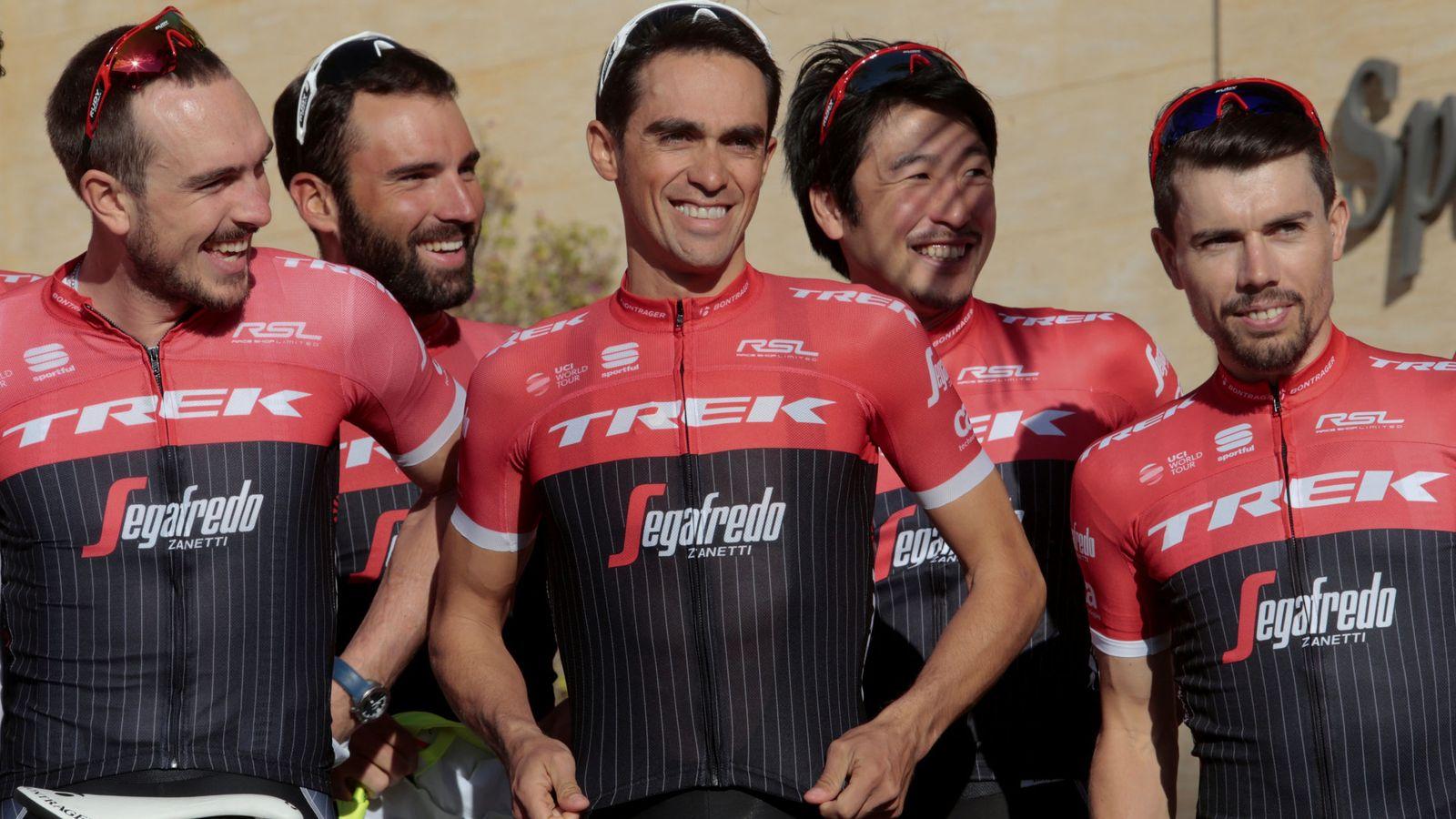 Foto: Cardoso (d), junto a Contador y otros compañeros del Trek. (Reuters)