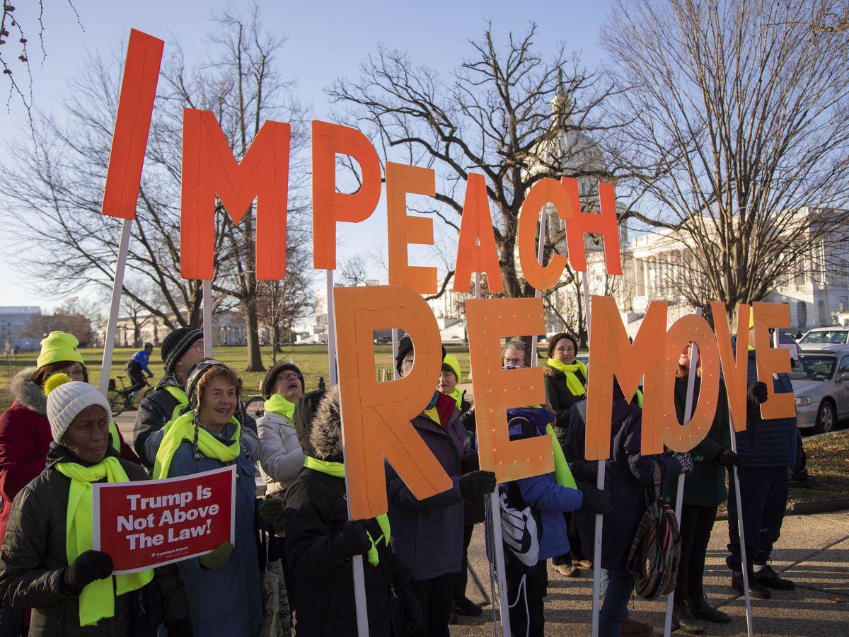 Foto: Manifestantes a favor del impeachment congregados en el Capitolio en Washington. (Reuters)