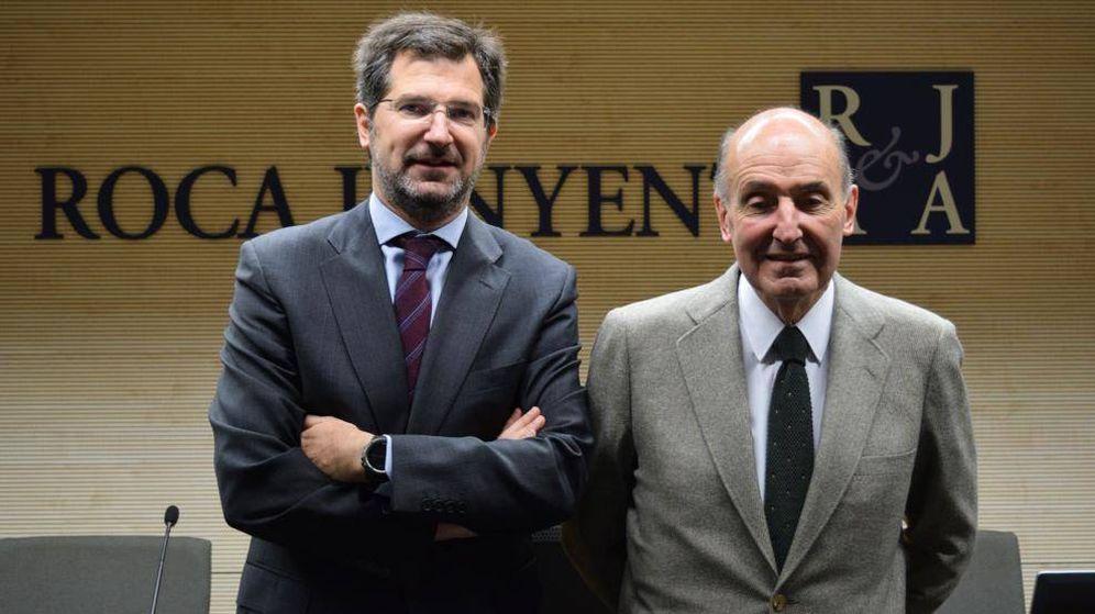 Foto: El abogado Joan Roca, junto a su padre, Miquel Roca Junyent.