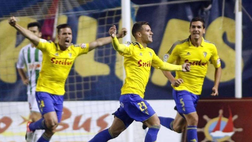 Foto: El Cádiz celebrando un gol esta temporada ante el Córdoba. (Foto: LaLiga)