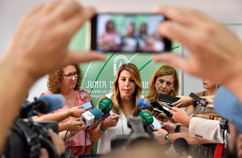 Foto: La presidenta de la Junta de Andalucía, Susana Diaz, compareciendo ante los medios . (EFE)