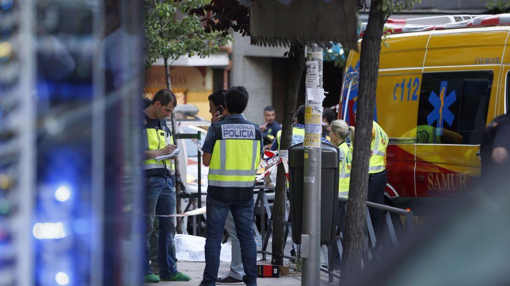 Foto: Los servicios de Emergencias acudieron a atender a los tres asesinados, pero no pudieron hacer nada.