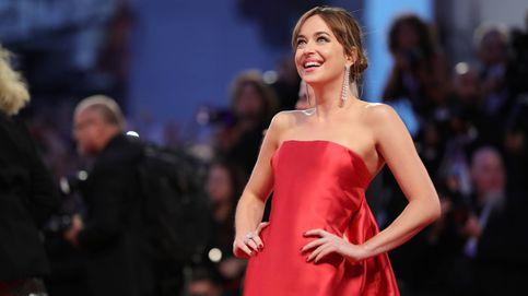 Dakota Johnson, cara y cruz en Venecia: éxito en la alfombra roja, decepción con su película
