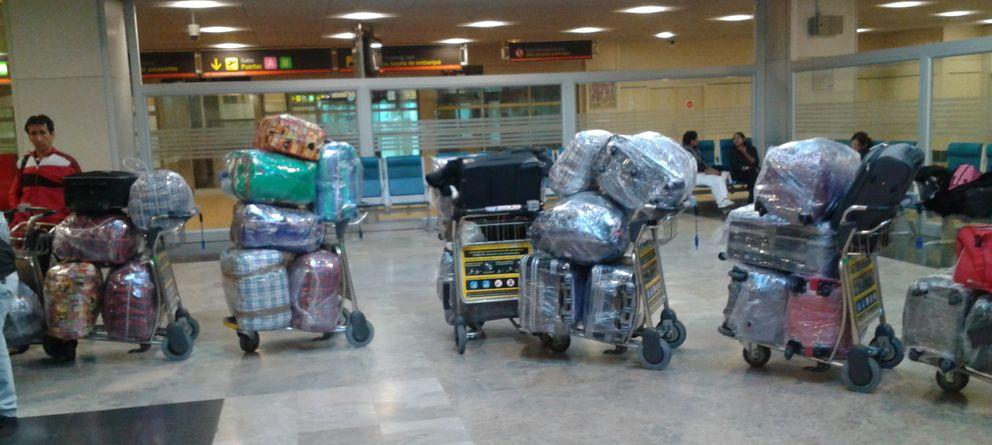 Foto: Una banda ilegal de plastificadores de maletas siembra el terror en Barajas