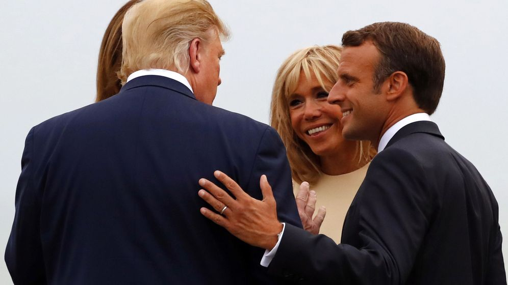 Foto: Emmanuel Macron saluda a Donald Trump a su llegada a la cumbre del G-7. (Reuters)