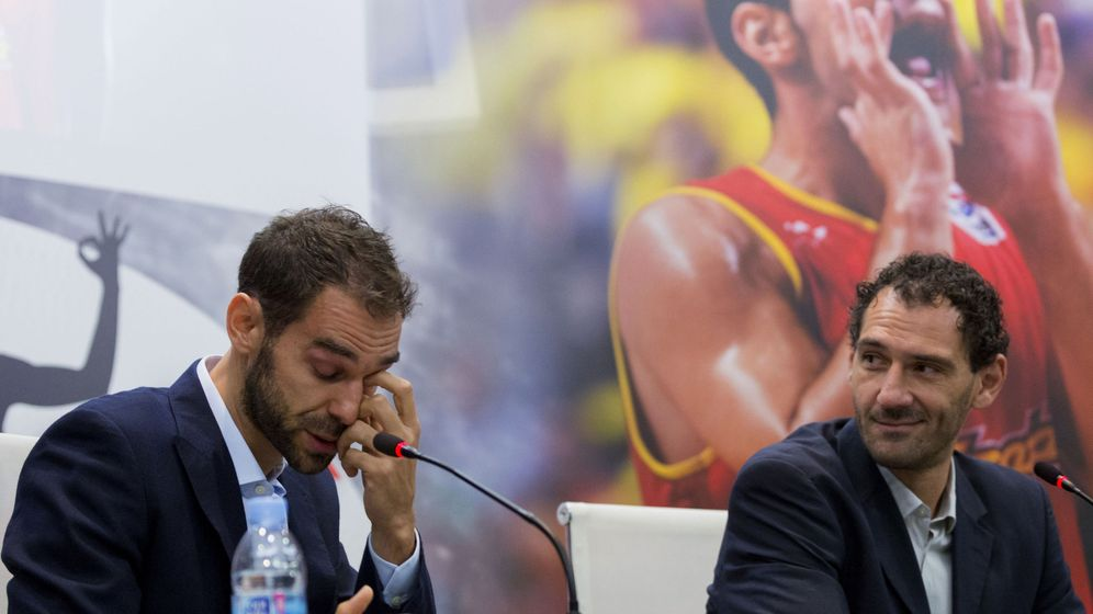 Foto: Calderón, en 2016, cuando anunció su retirada de la Selección, junto a Garbajosa. (EFE) asegura que su retirada de la selecciÓn estaba pensada antes de rÍo