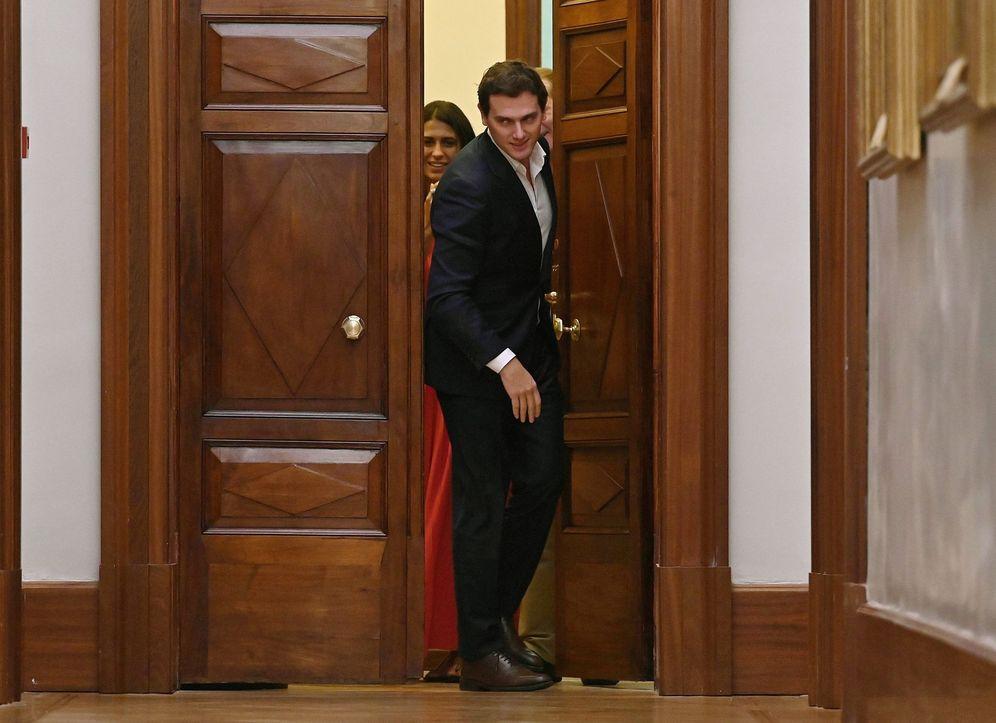 Foto: Albert Rivera, a la salida de su reunión con Pablo Casado, este 16 de septiembre. (EFE)