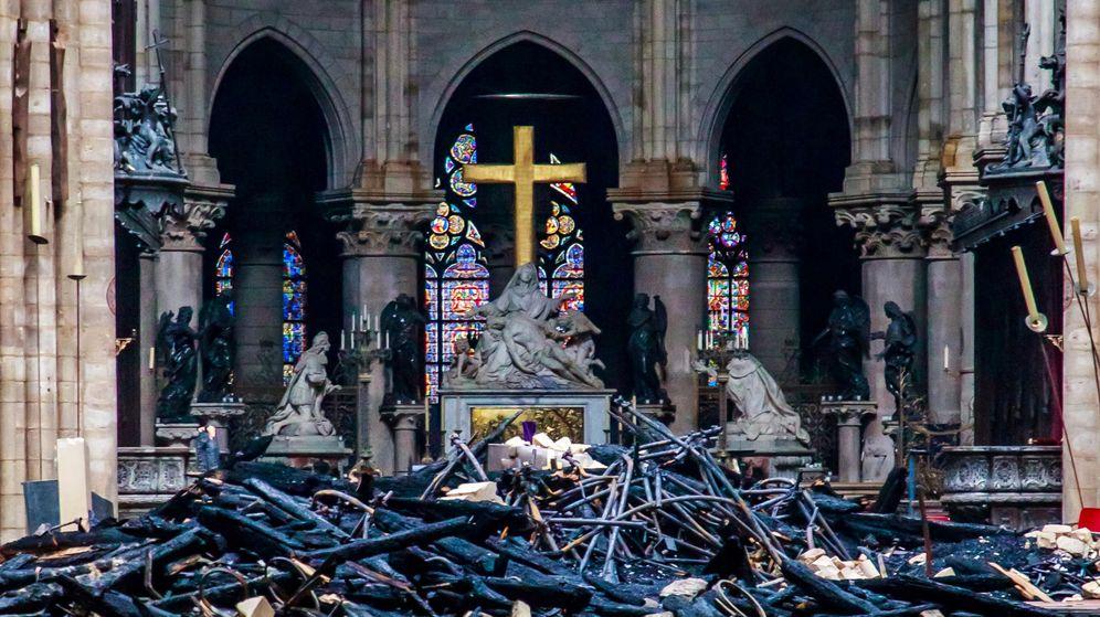 Foto: Vista de parte de la catedral de Notre-Dame que se ha salvado. (Reuters)