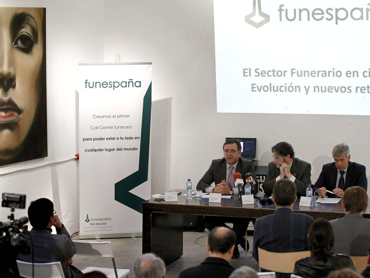 Foto: El director general de Funespaña, José Vicente Aparicio (i). (EFE)