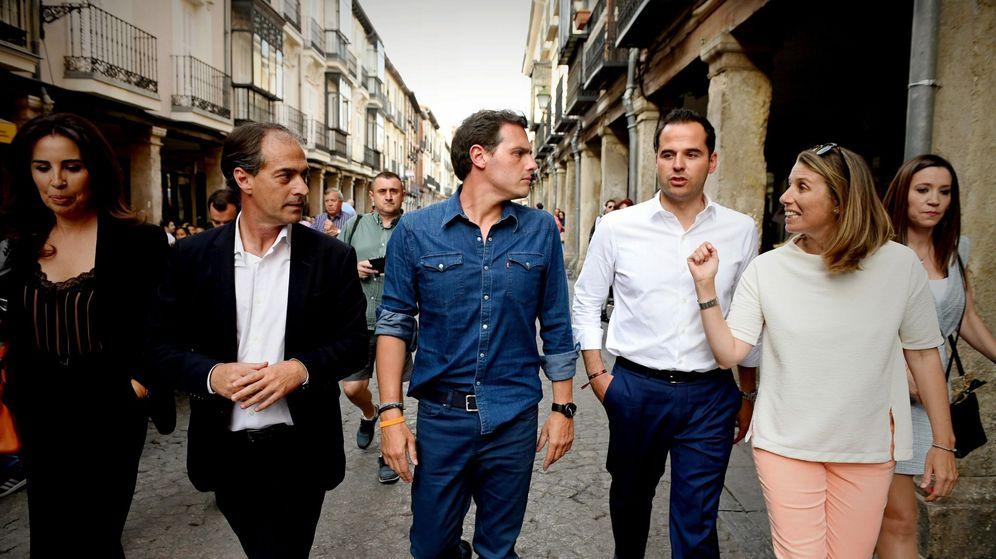 Foto:  El presidente de Ciudadanos (c). (EFE)