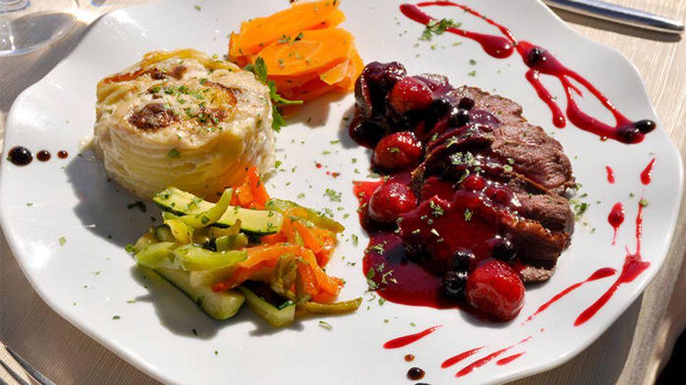 Foto: Magret de pato con salsa de frutos rojos, un clásico francés
