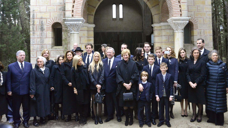 Homenaje al rey Pablo de Grecia, con toda la familia. (EFE)