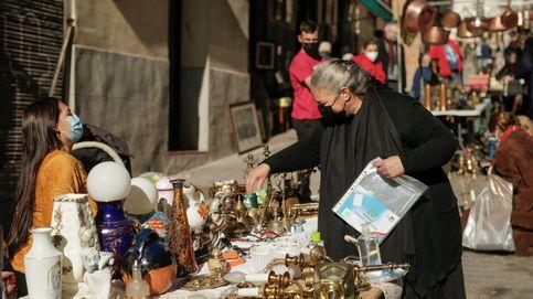 El Rastro vuelve a Madrid entre las quejas de los vendedores: Esto es un caos