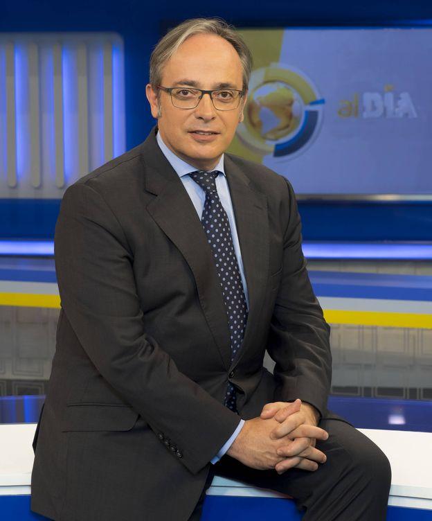 Foto: Alfredo Urdaci, director y presentador de informativos. (13TV)
