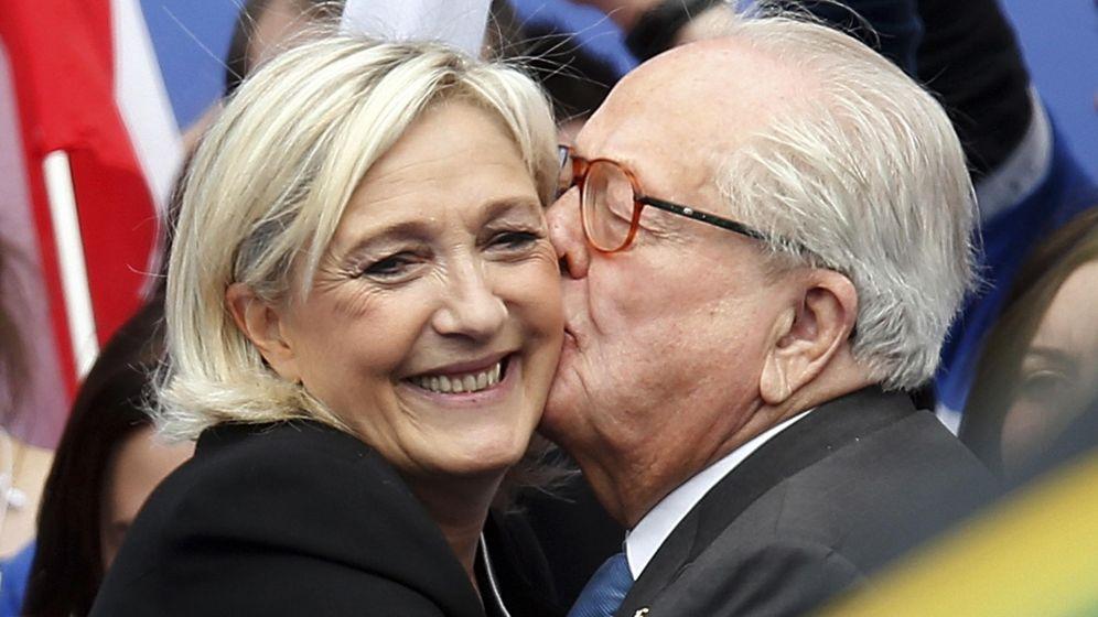Foto: Jean-Marie Le Pen y su hija en una imagen de archivo. (Reuters)