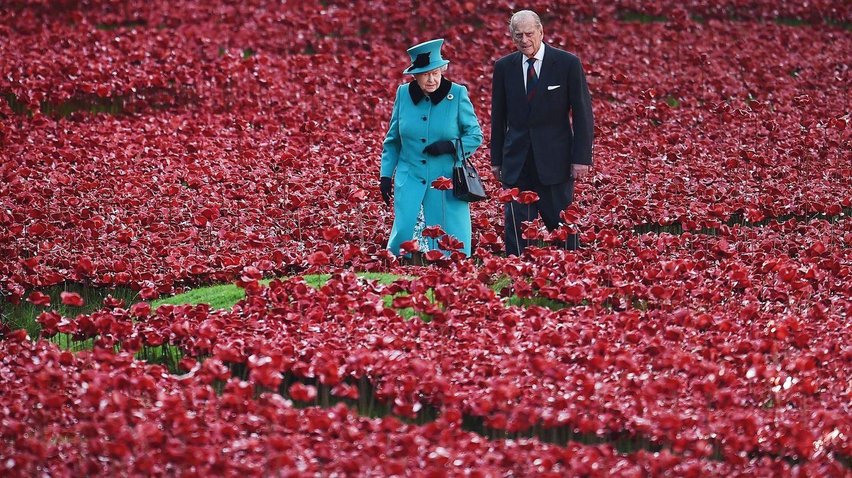 Isabel II y el príncipe Felipe, duque de Edimburgo, en una imagen de archivo. (EFE)