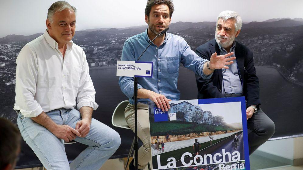 Foto: Juan Carlos Cano, a la derecha, en un acto del PP junto a Borja Sémper y González Pons. (EFE)