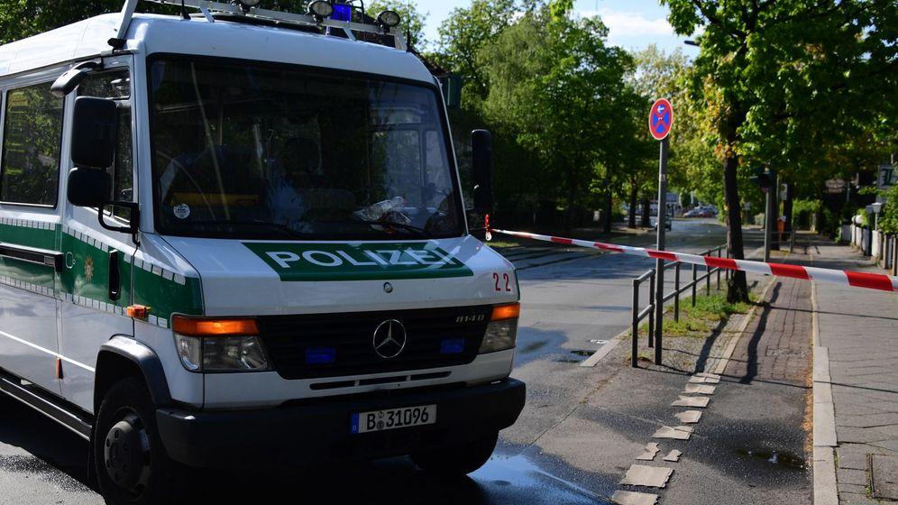 Foto: Un vehículo policial impide el paso en una calle de Berlín (Alemania). (EFE)