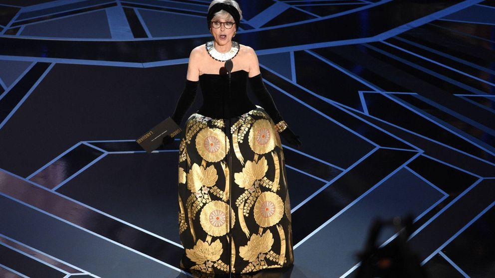 Rita Moreno repite vestido y apuesta por el que lució en los Oscar de 1962