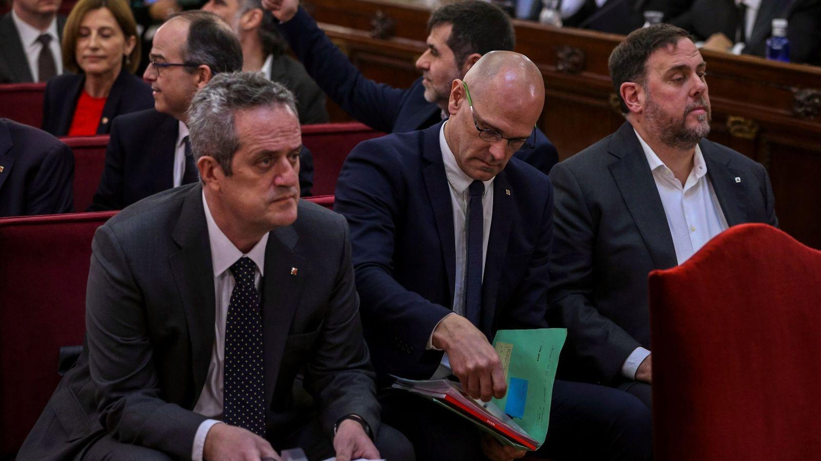 Foto: Los líderes independentistas, el exvicepresidente de la Generalitat Oriol Junqueras (d); el exconsejero de Asuntos Exteriores Raül Romeva (c) y el exconsejero de Interior Joaquim Forn (i). (EFE)