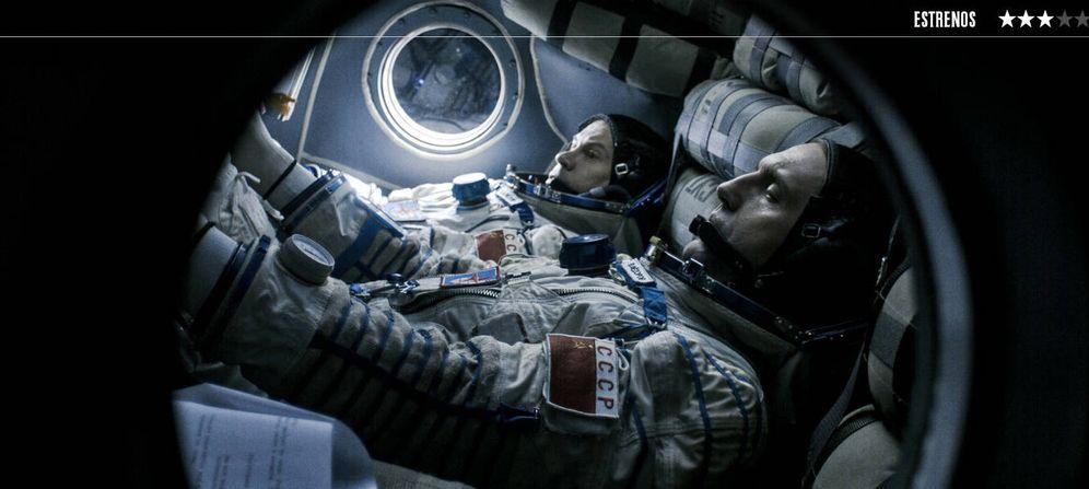 Foto: Vladimir Vdovichenkov y Pavel Derevyanko, en 'Salyut-7: héroes en el espacio'. (A Contracorriente)