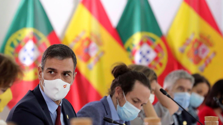 El presidente del Gobierno, Pedro Sánchez (i), y el vicepresidente, Pablo Iglesias (d). (EFE)