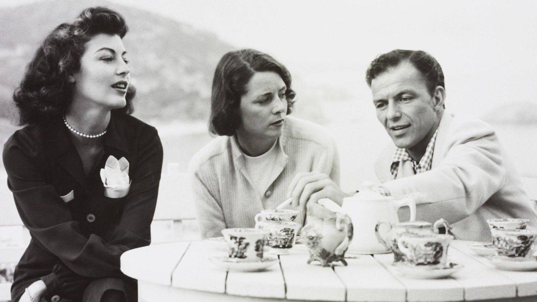 Ava Gardner y Sinatra, en Tossa de Mar junto a la mujer de uno de los ejecutivos de Romulus Films. (CP)