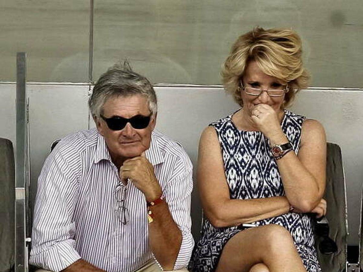 Foto: El conde de Bornos y su esposa, Esperanza Aguirre, en el tenis. (EFE)