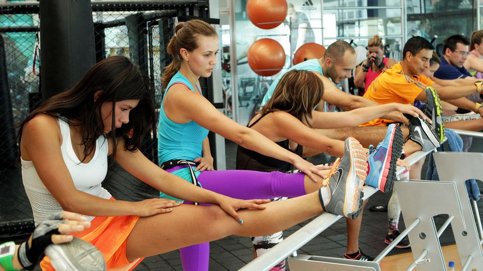 Foto: Foto de deportistas haciendo ejercicio en un gimnasio. (EFE)