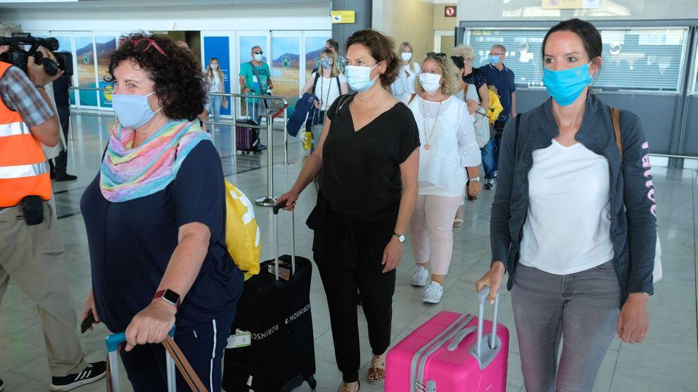 Los médicos de Sanidad Exterior ven poca cosa el control de covid en los aeropuertos