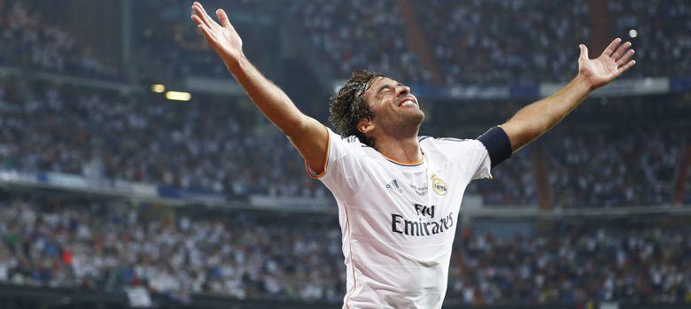 Foto: Raúl durante el homenaje que tuvo lugar en el Bernabéu el verano pasado (Cordon Press).