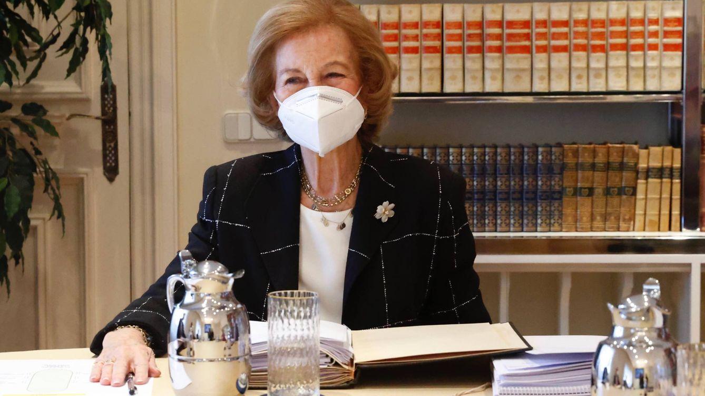 La reina Sofía recupera su collar más especial para su cita con uno de sus 'ojitos derechos'
