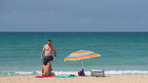 El gasto de los turistas cae un 80% en julio y eleva el agujero anual a 38.000 M