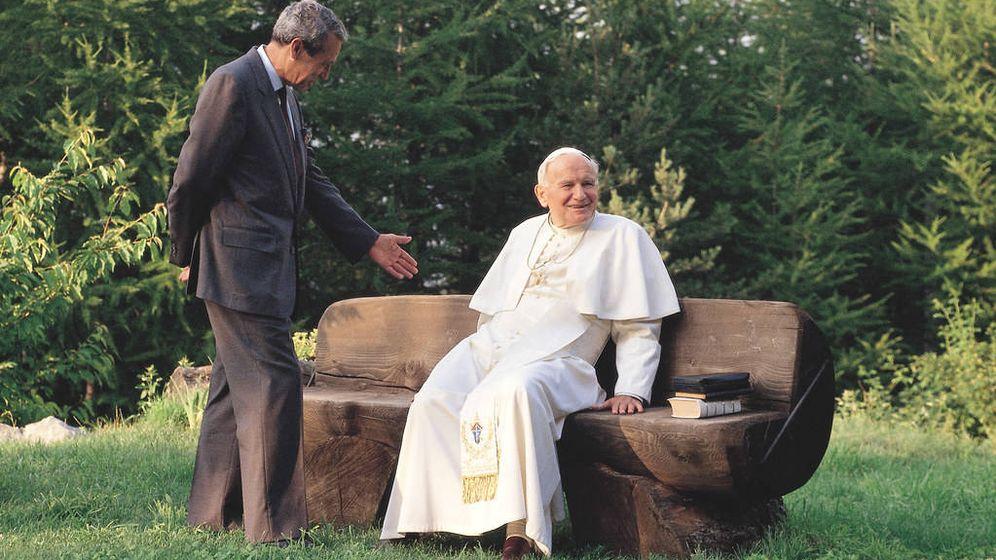 Foto: Joaquín Navarro-Valls y Juan Pablo II. (Ediciones Rialp)
