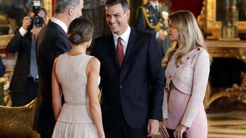 El error de Sánchez en Palacio: saluda al Rey y se coloca para ser parte del besamanos