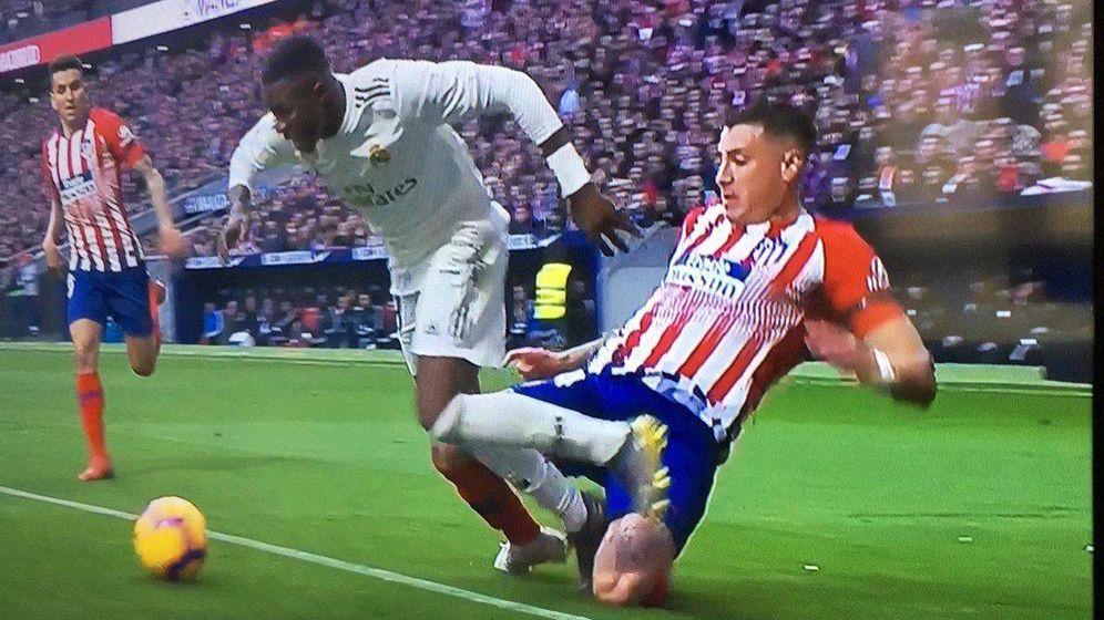 Foto: Captura ofrecida por el Atlético de la jugada del penalti.