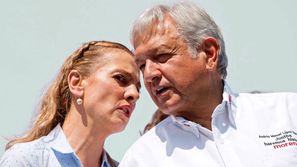 Foto:  López Obrador y su mujer, una pareja muy unida. (Cordon Press)